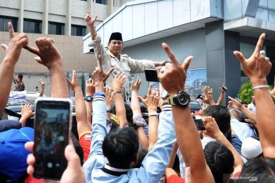 Ribuan orang sambut kedatangan Prabowo ke Cianjur
