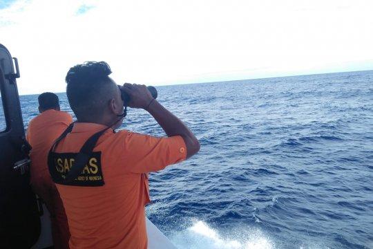 1 penumpang kapal jatuh ke laut, belum ditemukan
