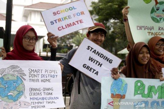 Anak-anak muda Indonesia ikuti seruan aksi iklim Greta Thunberg