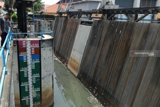 Pintu Air Pasar Ikan Jakarta Utara siaga dua