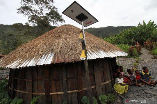 Kementerian ESDM pasang 47 ribu unit lampu tenaga surya di Puncak Jaya dan Paniai