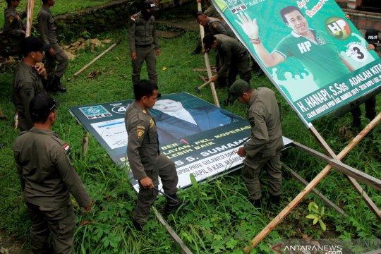 Bawaslu Tangerang tertibkan alat peraga kampanye luar ruang