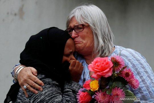 Tangisan warga di sekitar lokasi penembakan jamaah masjid