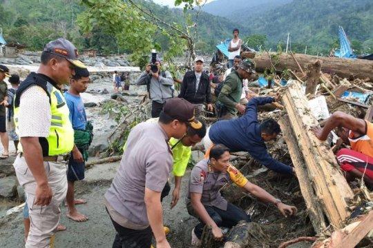 Kodim 1702/Jayawijaya bantu korban banjir bandang Jayapura