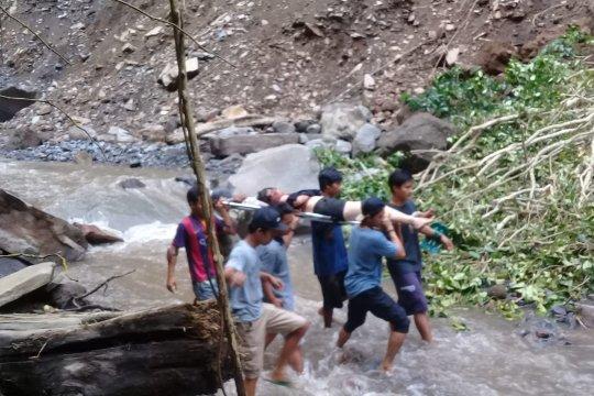 BPBD NTB evakuasi 5 wisatawan yang terjebak di Tiu Kelep pascagempa 5,8 SR