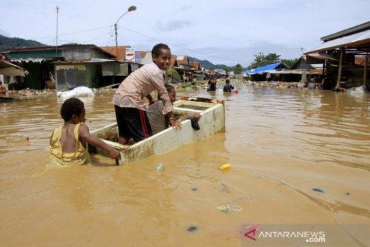 4.273 orang mengungsi akibat banjir bandang di Jayapura