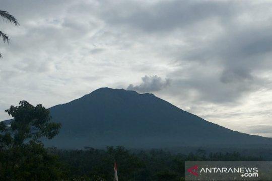 Gunung Agung meletus dengan kolom abu 600 Meter