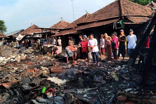 Puluhan kios di Pasar Legi Jombang ludes terbakar