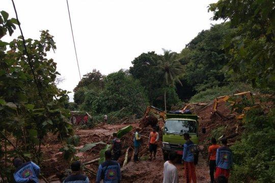 Satu meninggal, dua belum ditemukan akibat longsor di Bantul