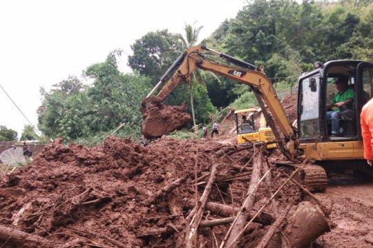 Alat berat dikerahkan untuk evakuasi korban longsor di Bantul