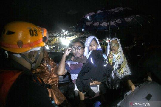 Evakuasi korban banjir di Bantul