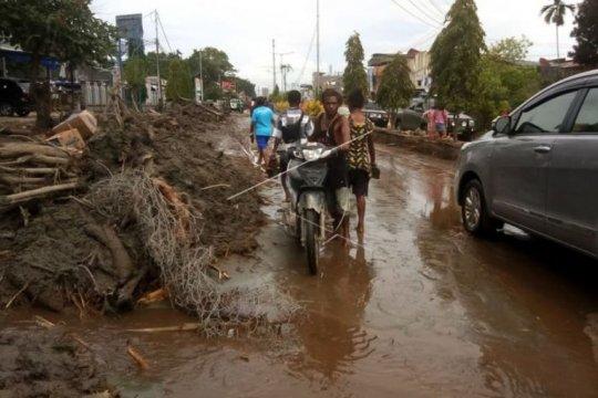 Relawan Mimika bantu ribuan pengungsi banjir Sentani