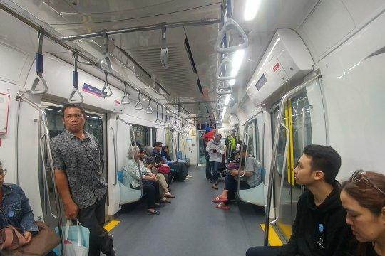 MRT Jakarta siap beroperasi layani umum