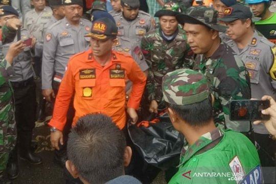 Danrem 162/WB bantu evakuasi korban longsor Tiu Kelep