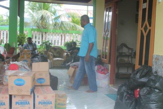 Alumni Uncen sumbang bahan makana dan obat-oabatan untuk korban banjir