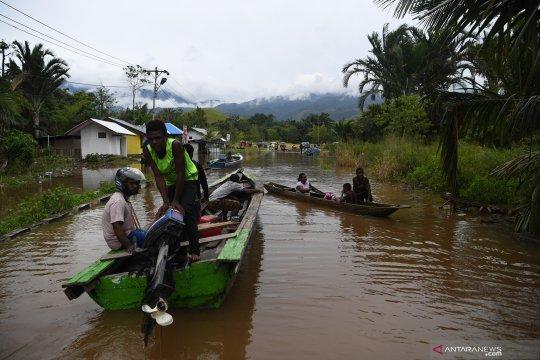 Pengungsi banjir bandang di Kabupaten Jayapura mencapai 9.691 orang