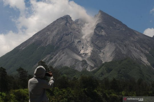 Awan panas meluncur 900 meter ke Kali Gondol