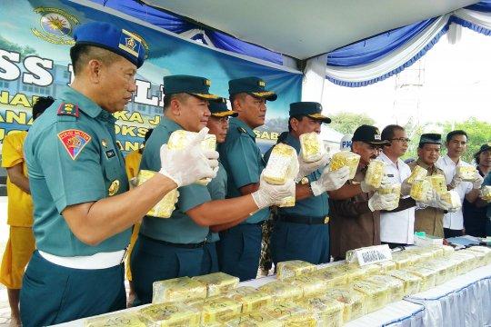 Lanal Lhokseumawe gagalkan penyelundupan 50 kilogram sabu di laut