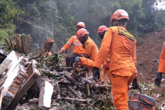 Dua korban tertimbun longsor di Bantul belum ditemukan