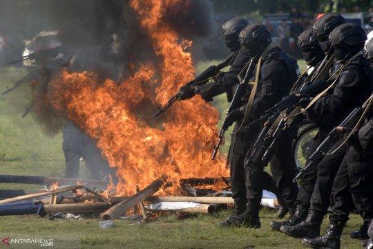 Polisi peragakan simulasi Sispamkota di Ambon
