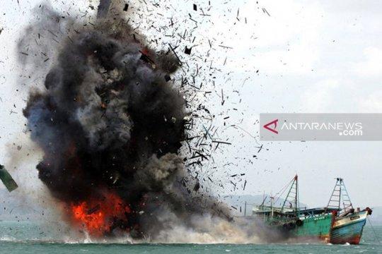 PSDKP Pontianak tenggelamkan tiga kapal pencuri ikan