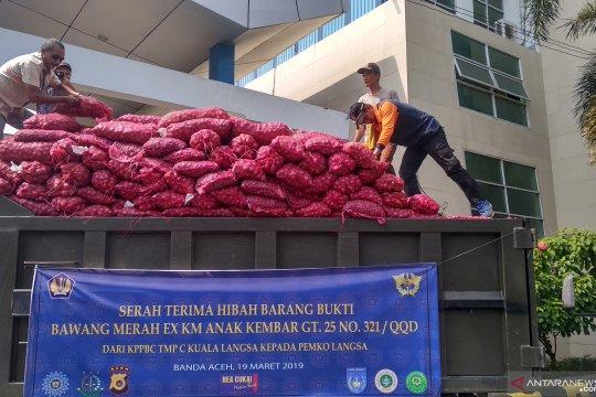 Bea Cukai hibahkan 30 ton bawang merah ke pemerintah daerah di Aceh
