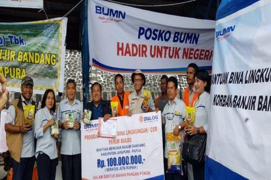 Bulog serahkan bantuan kemanusiaan bagi korban banjir bandang Sentani