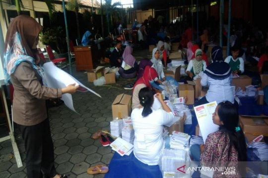 KPU Gunung Kidul mulai melipat surat suara DPR RI