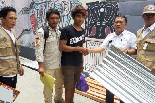 BPBD Makassar salurkan bantuan material korban puting beliung