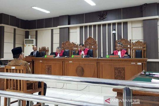 Taufik Kurniawan didakwa terima suap dari dua bupati