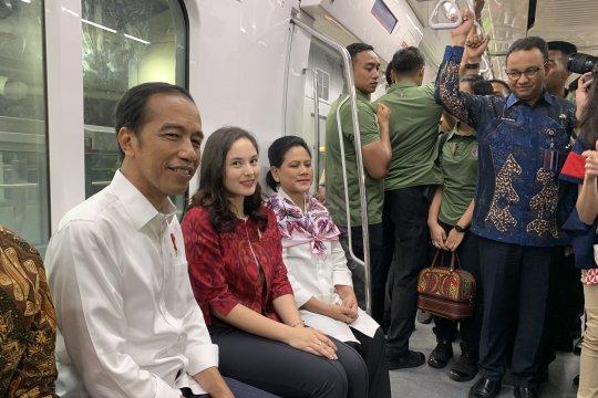 Video kedatangan Presiden Jokowi di Stasiun Istora Mandiri