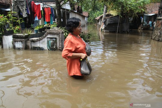 Dua sungai meluap, sejumlah daerah di Kediri terendam banjir