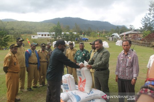 Beras sejahtera warga distrik di Jayawijaya-Papua diterima dua bulan
