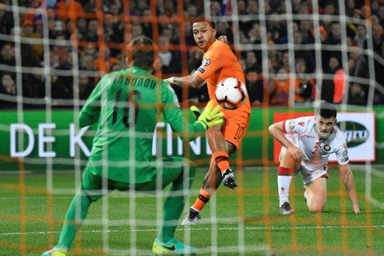 Dwigol Depay bawa Belanda menang mudah atas Belarus