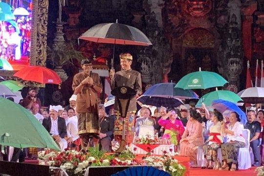Diguyur hujan, Jokowi sapa warga Bali dengan bahasa lokal