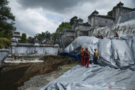 Antisipasi longsor susulan Makam Raja Mataram