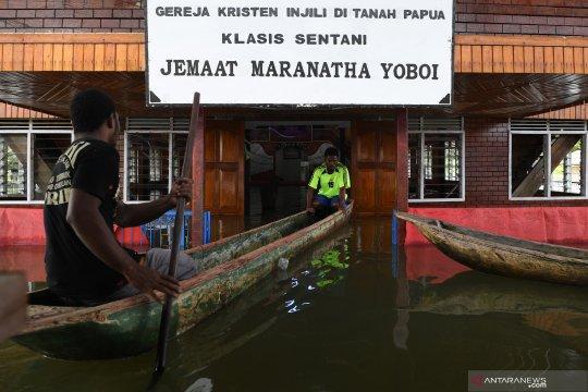 Gereja terendam banjir di Sentani