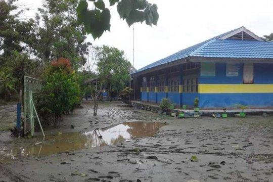 Sekolah tertimbun lumpur pascabanjir Sentani belum bisa beraktivitas
