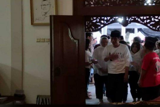 Jokowi melayat di rumah duka Seknas Jokowi