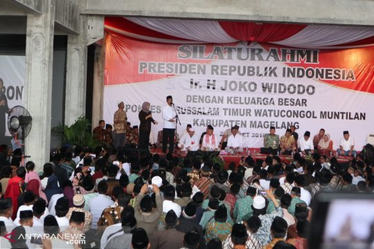 Presiden Jokowi kaget karena dipanggil kiai oleh seorang warga