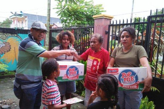 Warga korban banjir Jayapura terima bantuan dari Freeport