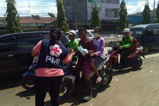 PMI bagikan masker di lokasi bencana banjir Sentani