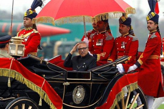 Presiden Pakistan Arif Alvi positif COVID usai divaksin dosis pertama