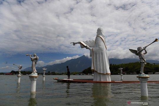 Ibadah Minggu di Danau Sentani