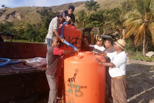 Gakeslab beri tandon air kepada korban banjir Sentani