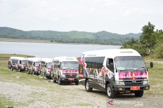 Pelajar di perdesaan Purwakarta-Jabar disediakan bus mikro
