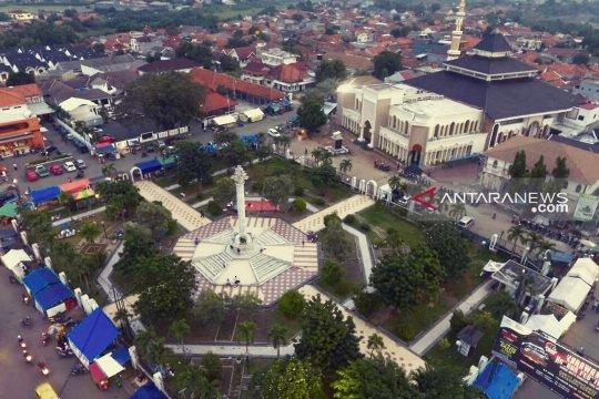Penataan Alun Alun Karawang-Jabar diintegrasikan dengan Masjid Agung