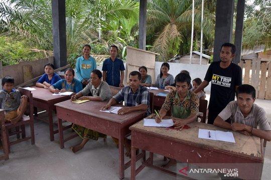 SD Plus untuk Suku Talang Mamak belajar membaca