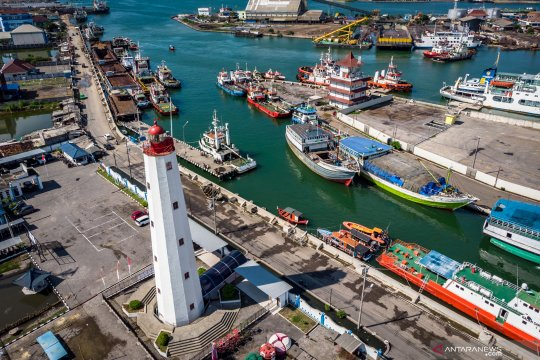 Mercusuar Willem III di Pelabuhan Tanjung Emas