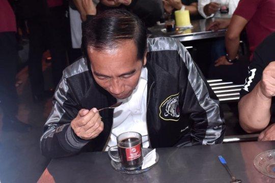 Di Kota Malang, Jokowi ngopi di Sentra Kuliner Trunojoyo